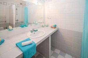 Remplir votre évier ou lavabo d'eau tiède